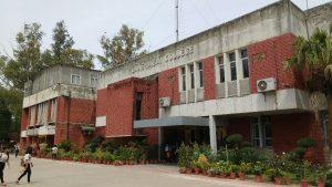 Nearest Metro Station to lakshmibai College